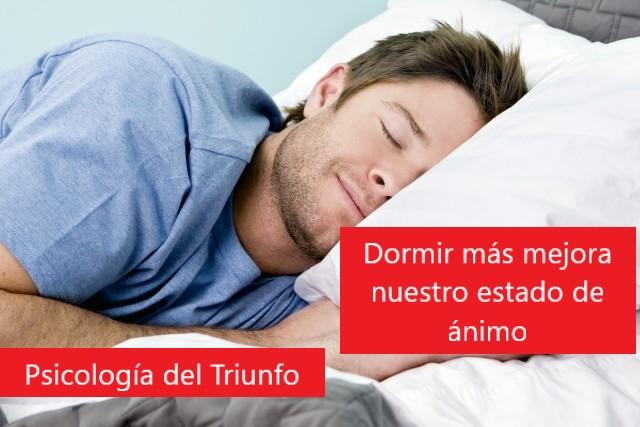 Dormir más ayuda a tener mejor humor y ser mas feliz, las personas felices suelen sonreir más y gestionan mejor sus emociones